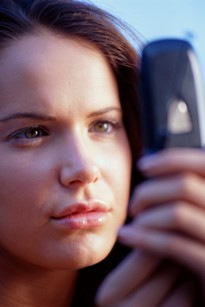 woman_dialing_cell_phone